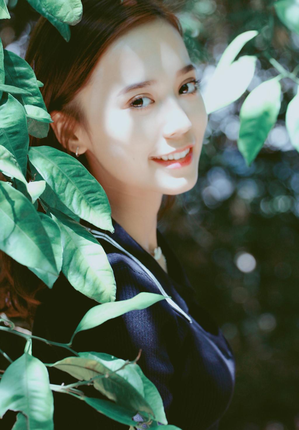 Hot girl Tân Cương 10X mới nổi, được khen giống Địch Lệ Nhiệt Ba - Hình 7