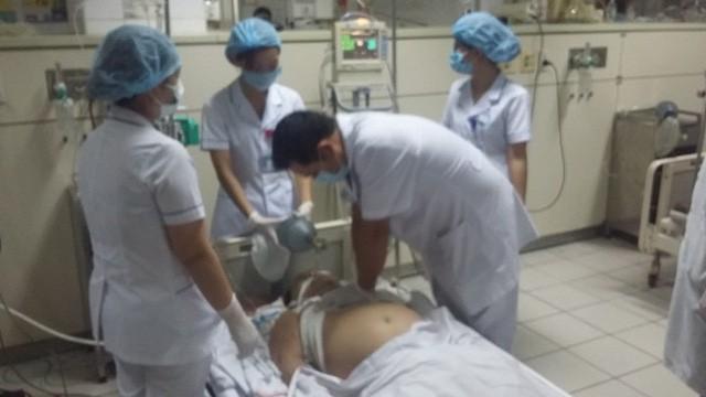 Vụ chạy thận chết người: Cựu giám đốc bệnh viện Hòa Bình mắc nhiều sai phạm - Hình 2