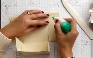 Cách làm túi quà độc đáo bằng giấy - Hình 9