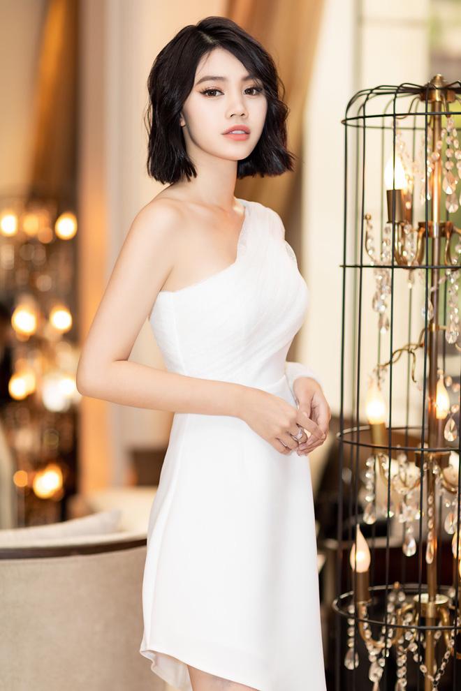 Thẳng tay cắt bỏ mái tóc dài để 20 năm, Hoa hậu Jolie Nguyễn vẫn gây thương nhớ với tóc ngắn cá tính - Hình 3