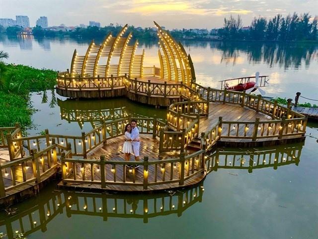 Rủ nhau check-in cây cầu tình yêu mới nổi, đẹp như mơ ở Sài Gòn - Hình 5