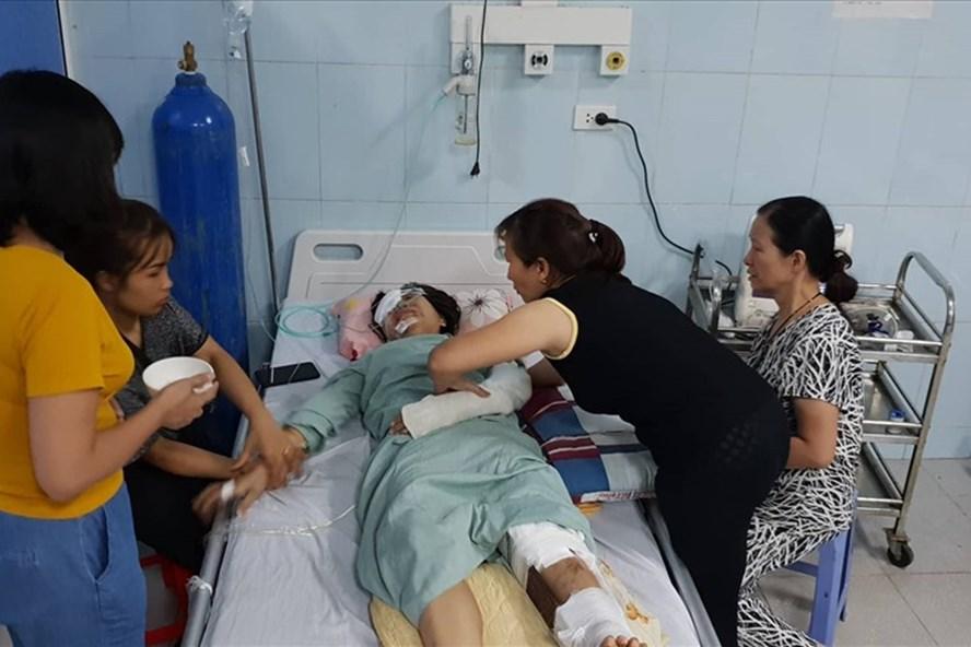 Vụ tai nạn thảm khốc 13 người chết ở Lai Châu: Đại tang ngày về giỗ bố, mong có một phép màu - Hình 1