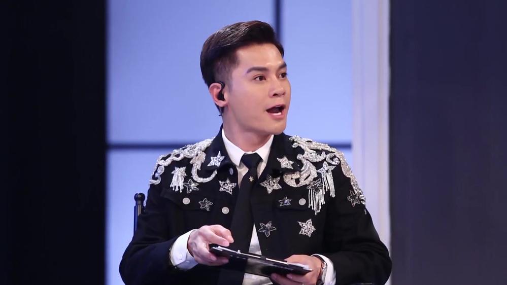 Host Nam Trung mỉa mai nhan sắc thí sinh đi bơm và đây là phản ứng của HLV Minh Hằng? - Hình 1