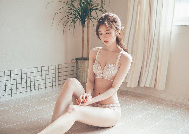 Ngất ngây trước màn khoe dáng cực kì gợi cảm của Kim Hee Jeong - Hình 5