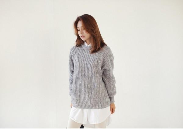 Cách kết hợp với áo len cổ tròn mùa lạnh - Hình 30