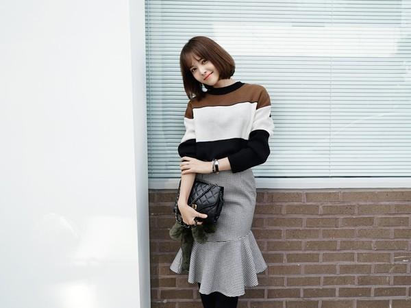 Cách kết hợp với áo len cổ tròn mùa lạnh - Hình 24