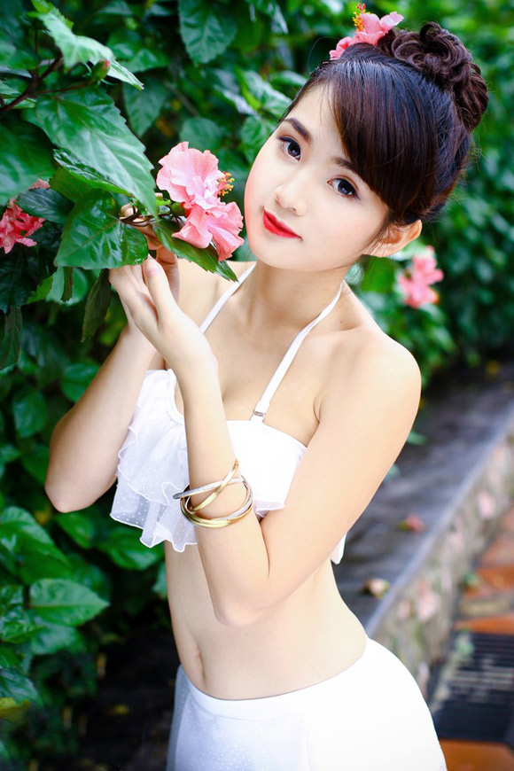 Nữ sinh Hà thành nóng bỏng với bikini - Hình 11