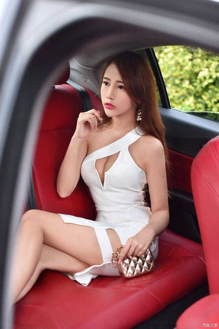 Gato trước cảnh vợ nhà người ta khoe dáng gợi cảm bên xe sang Alfa Romeo Giulia - Người đẹp