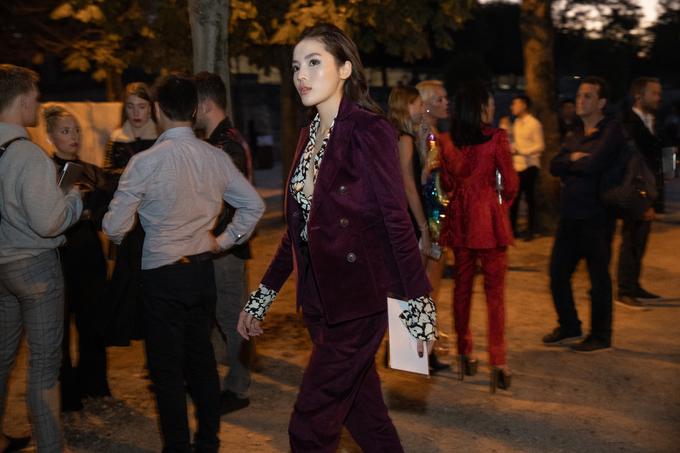 Kỳ Duyên đọ sắc vóc với đệ nhất mỹ nữ Thái Lan Mai Davika tại Paris - Hình 11