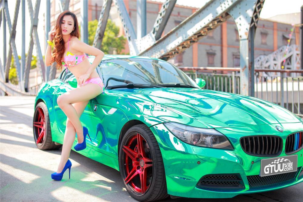Mãn nhãn trước mỹ nhân diện bikini để lộ thân thể mơn mởn cùng BMW Z4 - Hình 5