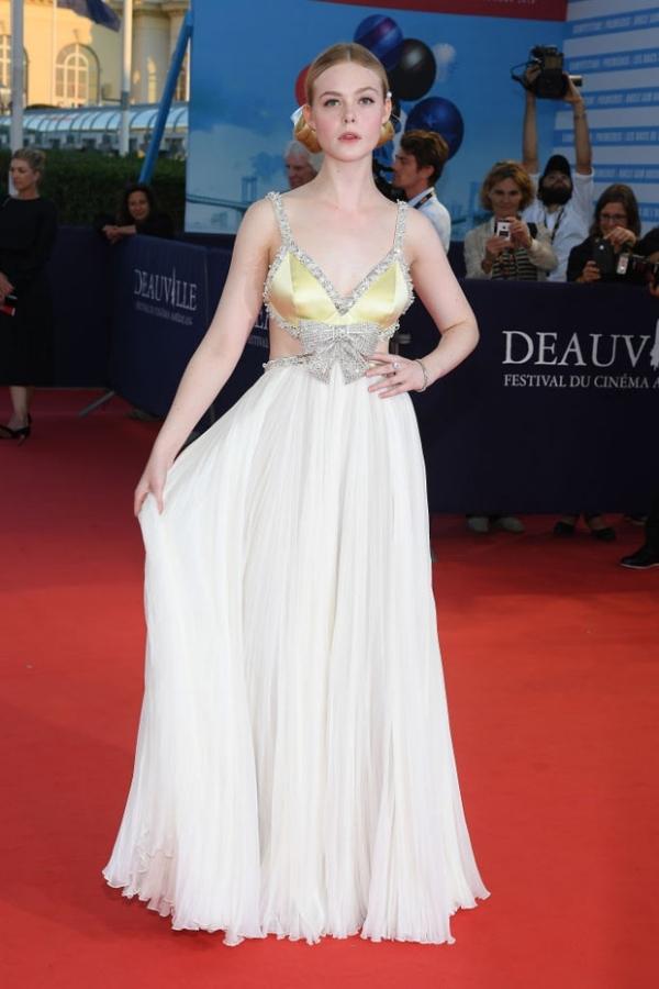 Natalie Portman đẹp nhất tuần với đầm xẻ ngực - Hình 7