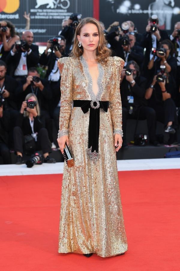 Natalie Portman đẹp nhất tuần với đầm xẻ ngực - Hình 1
