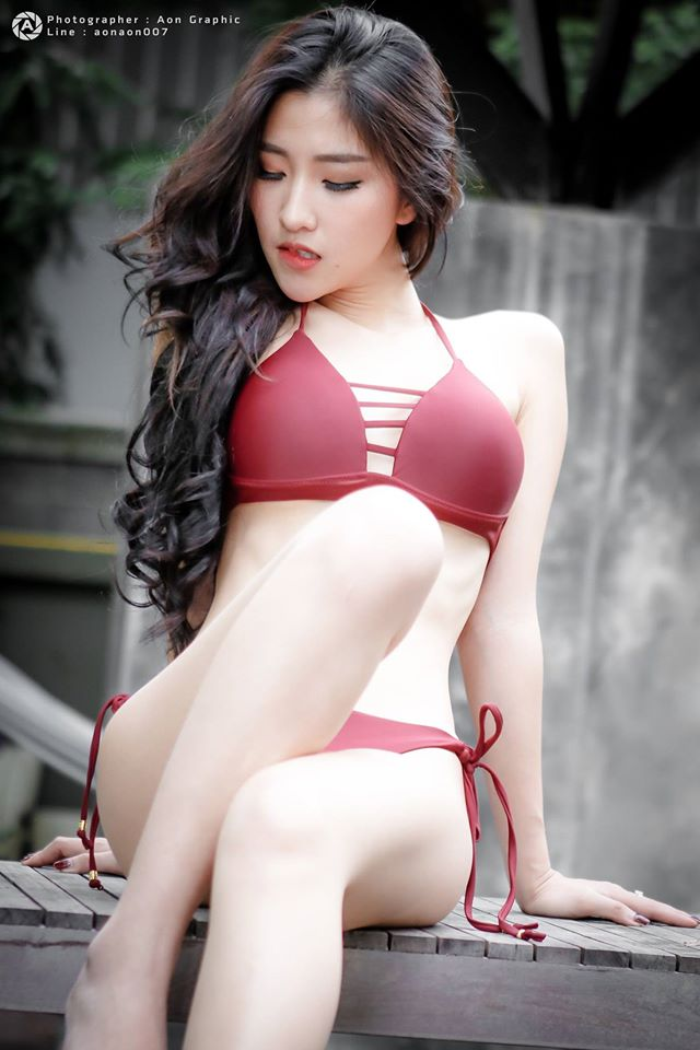 Tim đập thình thịch ngắm hot girl diện nội y đỏ - Hình 2