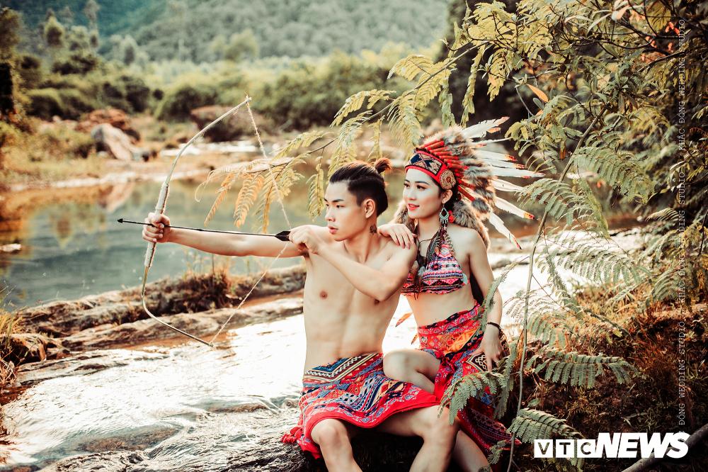 Cặp đôi Hà Tĩnh chụp ảnh cưới phong cách thổ dân đẹp rực rỡ - Hình 1