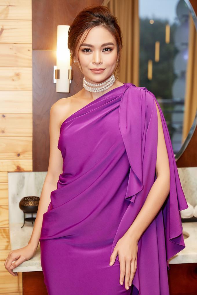 Hoa hậu 3 con không kém cạnh Angela Phương Trinh, Mâu Thuỷ khi đụng váy - Hình 4