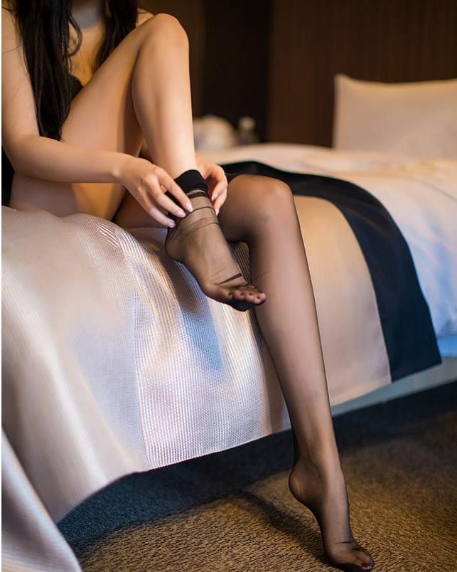 Người mẫu Sabrina gợi cảm bên chiếc đầm ren tinh tế - Hình 5