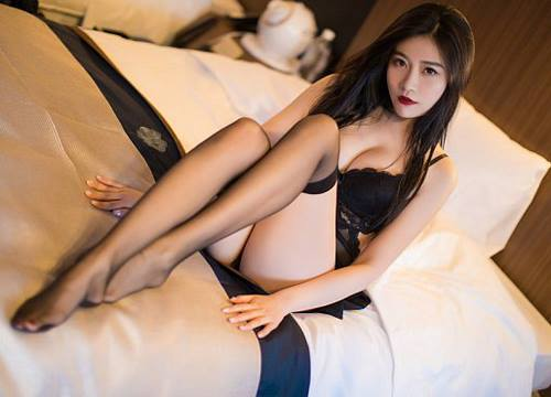 Người mẫu Sabrina gợi cảm bên chiếc đầm ren tinh tế - Hình 2