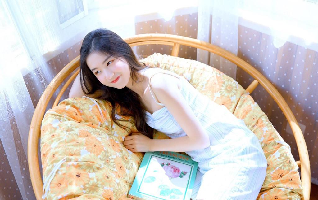 Hot girl mới nổi ở Trung Quốc hút 3 triệu fan trên mạng - Hình 2