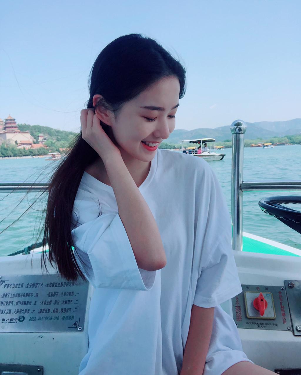 Hot girl mới nổi ở Trung Quốc hút 3 triệu fan trên mạng - Hình 5
