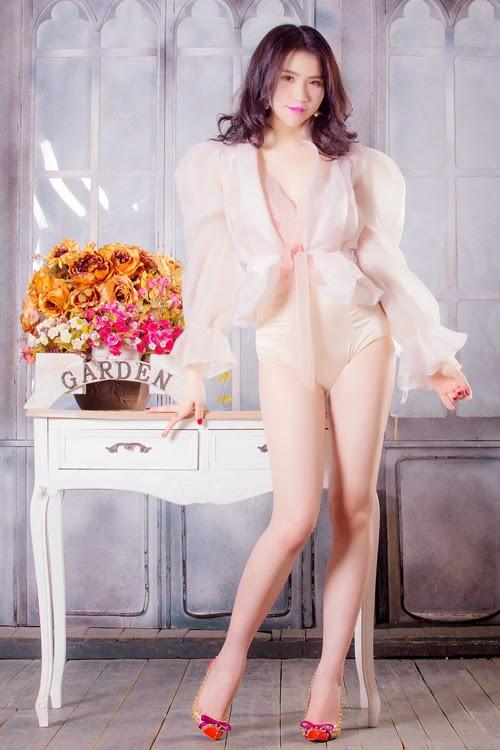 Ngắm girl xinh Huyền Thư siêu sexy với bikini đón noel - Hình 2