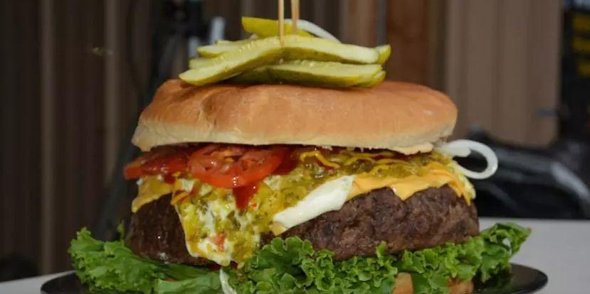 Những chiếc burger khủng nhất thế giới, thực thần cũng chưa chắc ăn hết - Hình 1