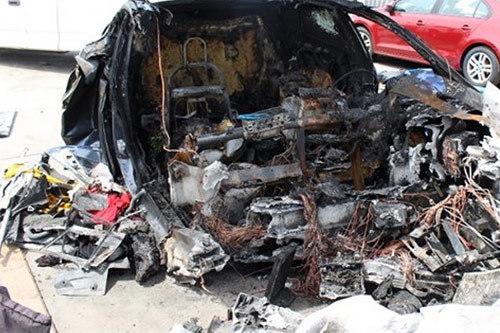Tesla đối mặt với vụ kiện đòi bồi thường vì xe bốc cháy - Hình 1