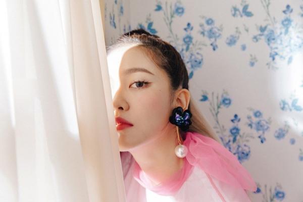Bị chê bai bất tài nhất Red Velvet, em út Yeri bất ngờ khoe giọng hát khủng bằng loạt hit của Taeyeon, IU,... - Hình 1