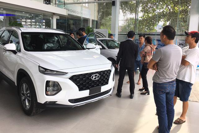 Thời mua ô tô như bao cấp tại Việt Nam: Cầm phiếu chờ tới lượt, có tiền chưa chắc đã có xe - Hình 3