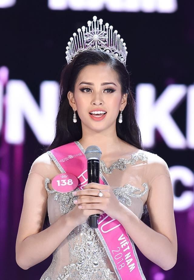 4 nàng Hậu Việt đăng quang năm 2018: Không ai qua được Hương Giang khoản thần thái - Hình 1