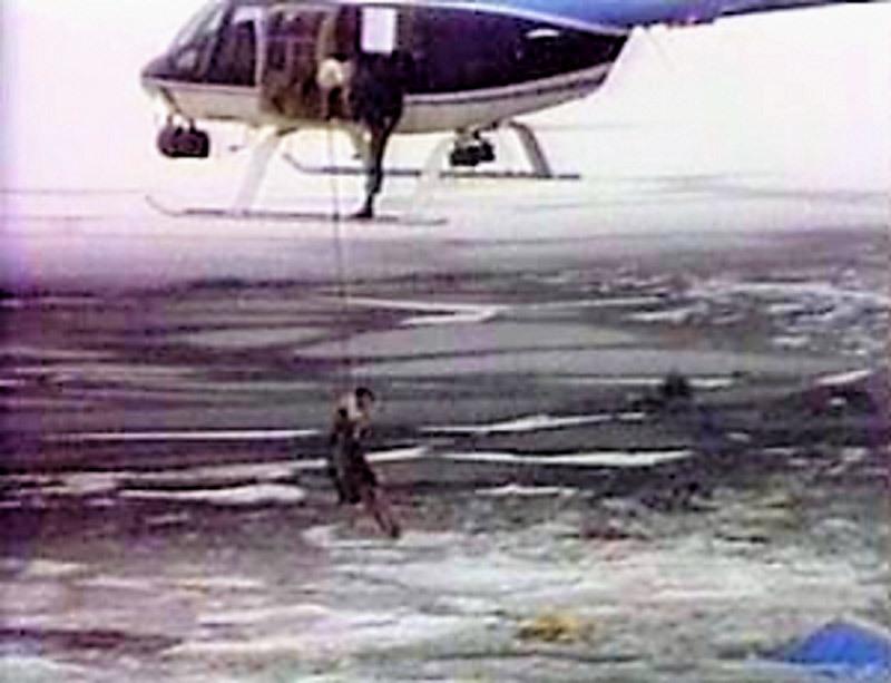 Ngày này năm xưa: Thảm kịch máy bay Mỹ lao xuống sông băng - Hình 1