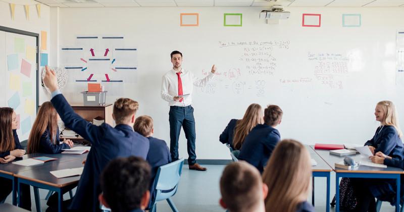 Ở nước ngoài, giáo viên phải đáp ứng tiêu chuẩn khắt khe nào? - Hình 1