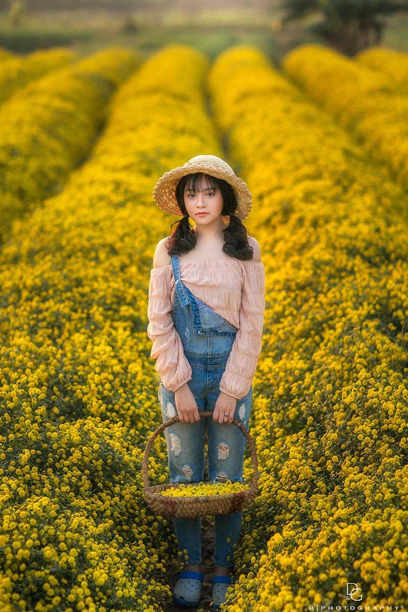 Cô nàng 2k2 Hưng Yên mê hoặc lòng người với bộ ảnh giữa sắc vàng ruộm hoa cúc - Hình 5