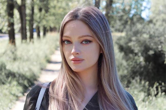 Môi thái vội được 2 đĩa nhưng cô gái này vẫn là chuẩn xinh của phụ nữ Nga - Hình 14