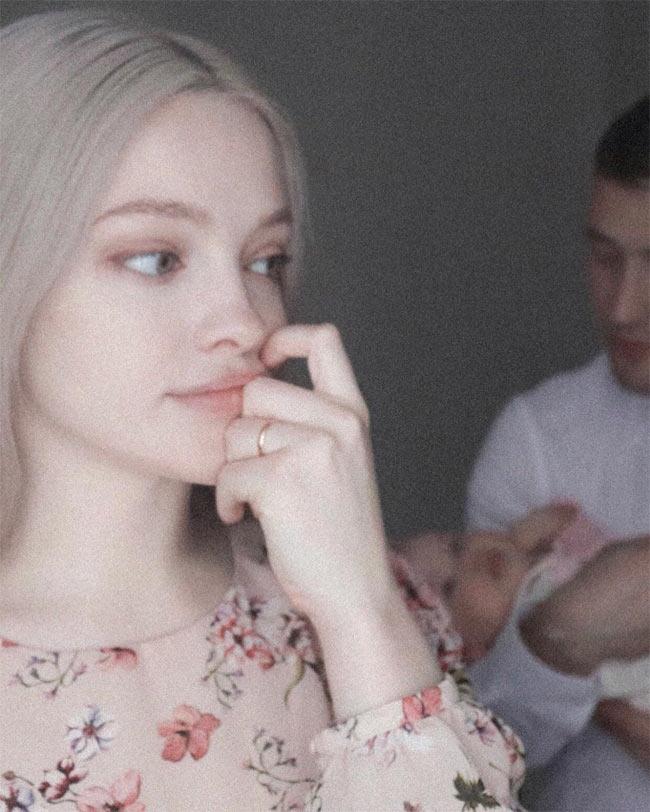 Môi thái vội được 2 đĩa nhưng cô gái này vẫn là chuẩn xinh của phụ nữ Nga - Hình 12