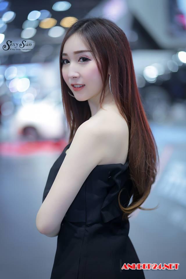 Người đẹp khoe nhan sắc xinh như thiên thần bên mô tô - Người đẹp