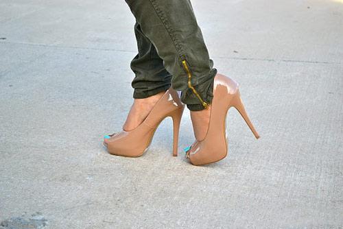 Cách phối đồ cùng giày màu da - Hình 25