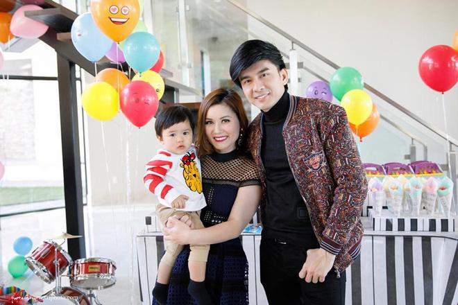 Gần 2 tuổi, con trai Thiên Từ đã biết kiếm tiền cho bố mẹ - Hình 9