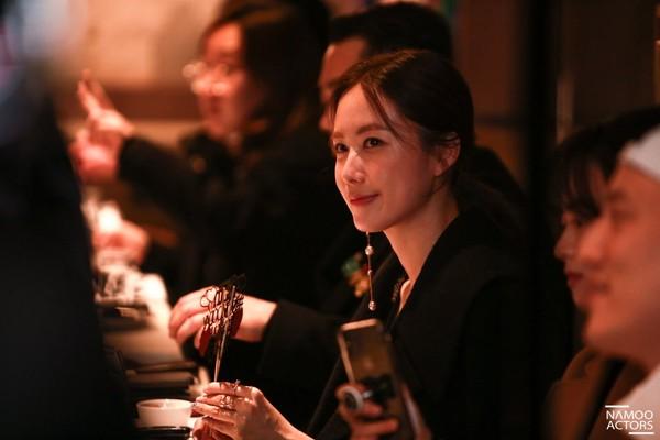 Lee Jun Ki thân thiết với Park Min Young và Ji Sung, cả hai đều là người tình màn ảnh của Park Seo Joon - Hình 17