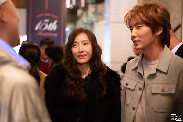 Lee Jun Ki thân thiết với Park Min Young và Ji Sung, cả hai đều là người tình màn ảnh của Park Seo Joon - Hình 4