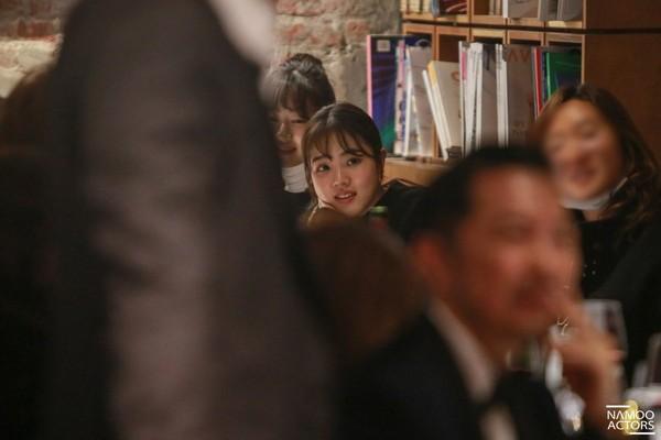 Lee Jun Ki thân thiết với Park Min Young và Ji Sung, cả hai đều là người tình màn ảnh của Park Seo Joon - Hình 9