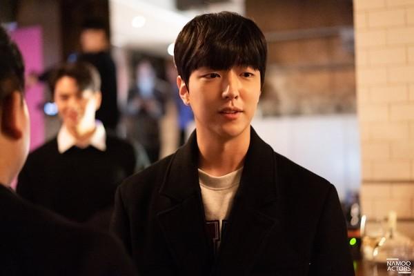 Lee Jun Ki thân thiết với Park Min Young và Ji Sung, cả hai đều là người tình màn ảnh của Park Seo Joon - Hình 21