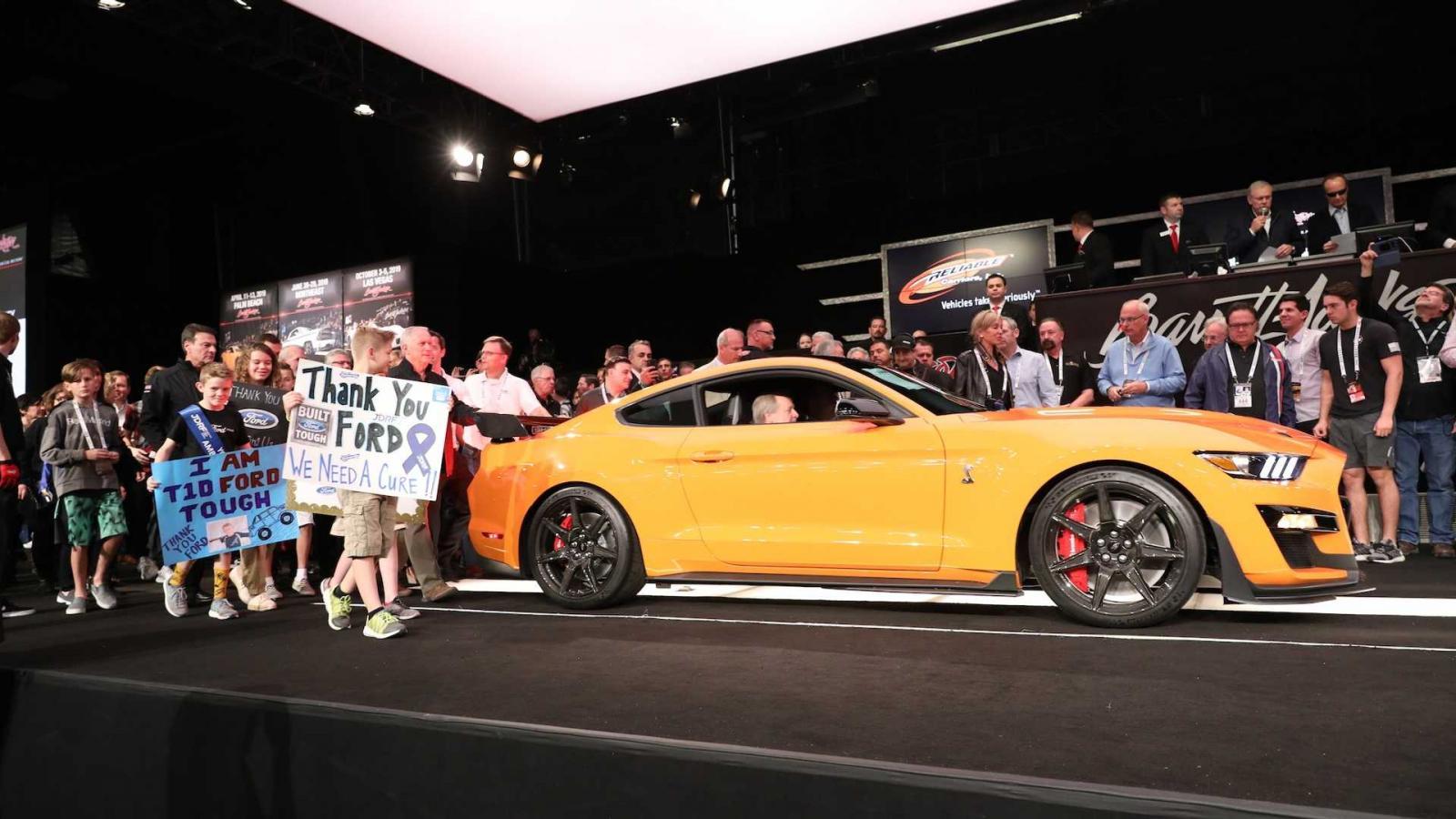 Hổ mang chúa Ford Mustang Shelby GT500 2020 đầu tiên được sản xuất có mức giá 25,5 tỷ đồng - Hình 2