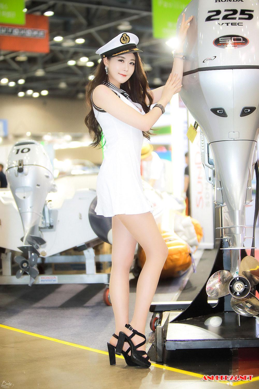Chân dài Eun Ha Young xinh đẹp quyến rũ hết phần thiên hạ - Hình 3