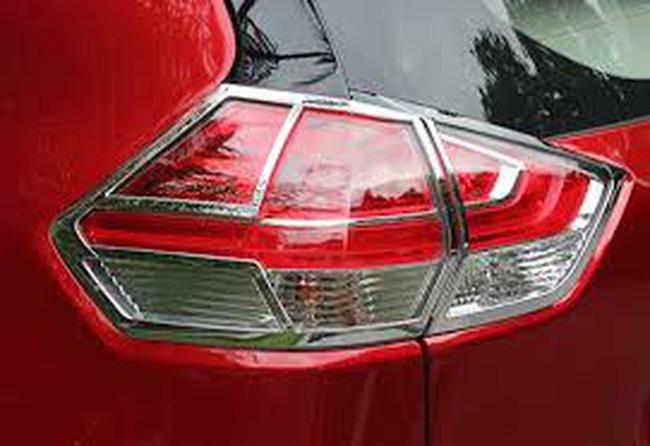 Nở rộ tình trạng khách hàng mua ô tô bị ép mua phụ kiện - Hình 1
