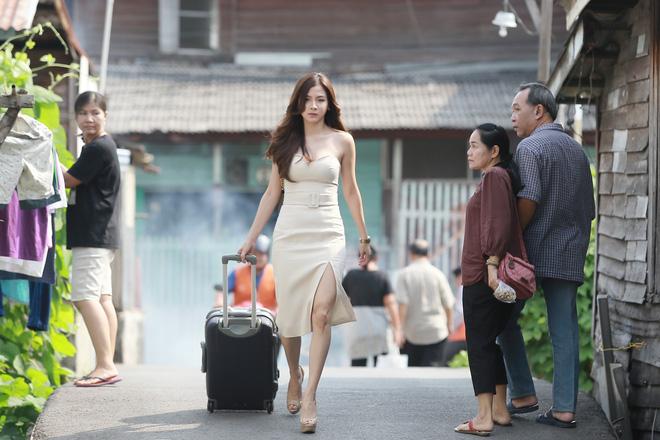 Toát mồ hôi hột khi xem 2 phim Thái Lan về gái làng chơi: Đến Quỳnh Búp Bê cũng phải chào thua! - Hình 4