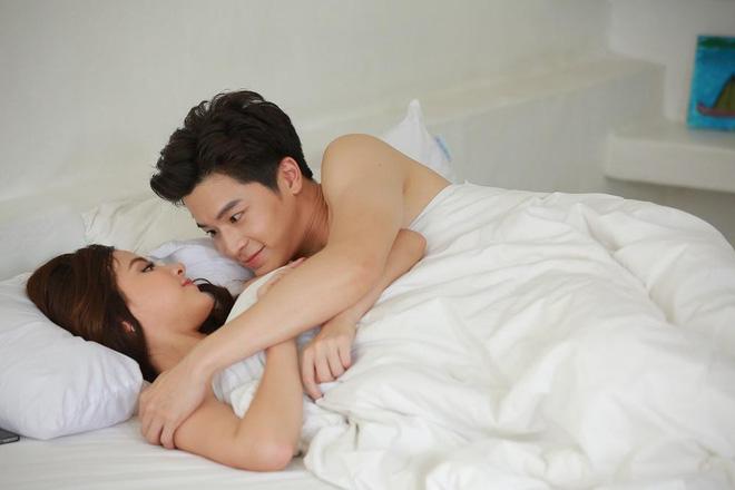 Toát mồ hôi hột khi xem 2 phim Thái Lan về gái làng chơi: Đến Quỳnh Búp Bê cũng phải chào thua! - Hình 2