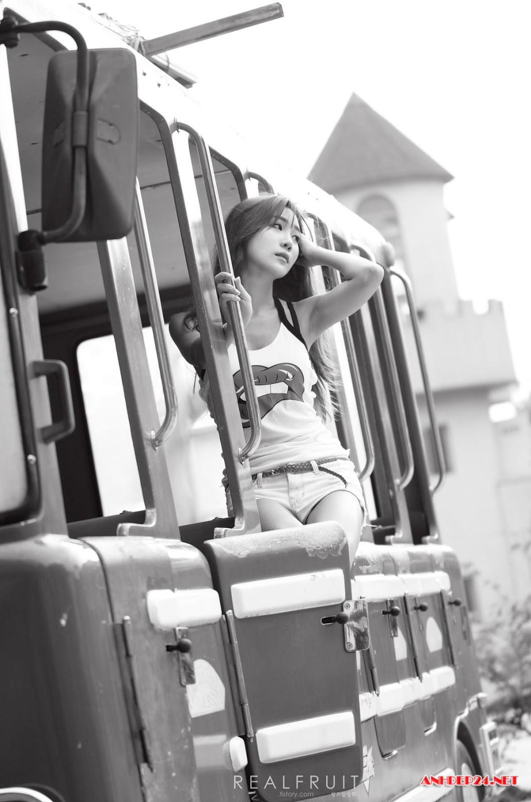 Chân dài Yoon Chae Won xinh đẹp quyến rũ hút mắt người nhìn - Hình 6