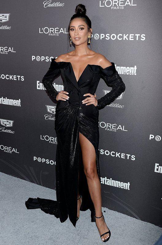 Người đẹp lai Shay Mitchell gợi cảm với đầm cắt xẻ sâu - Hình 2