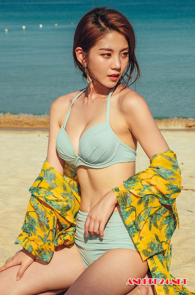 Người đẹp Lee Chae Eun khoe đường cong nuột nà với bikini - Hình 5