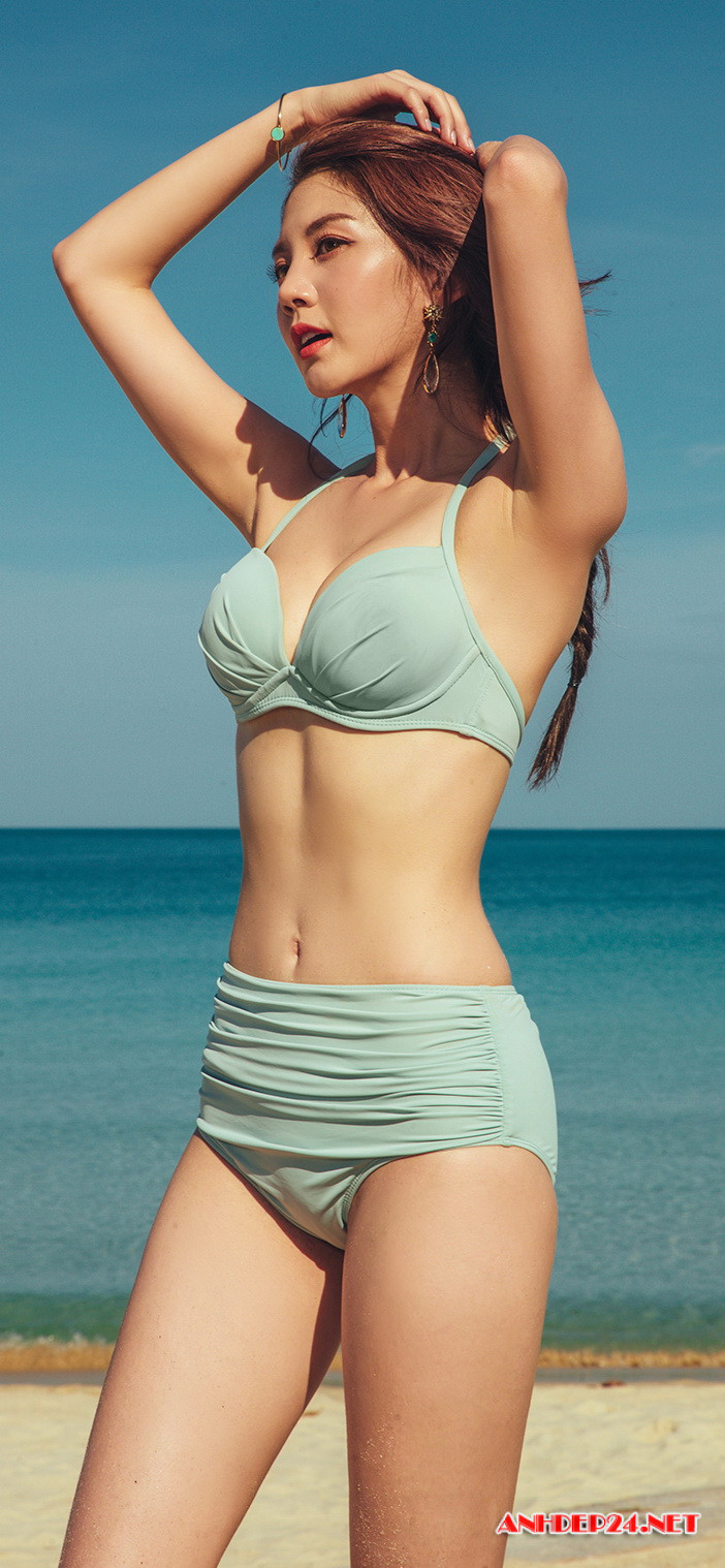 Người đẹp Lee Chae Eun khoe đường cong nuột nà với bikini - Hình 4